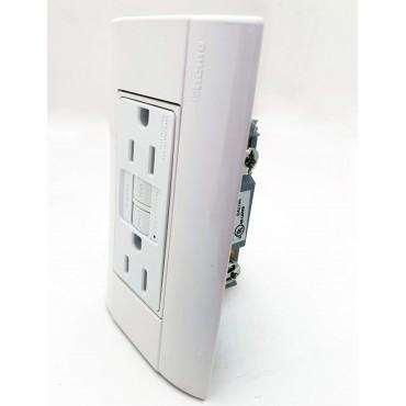 Toma de corriente duplex con interruptor de circuito por falla a tierra  BTICINO 3
